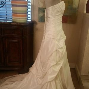 New Super Deal* Madison Collection Bridal Gown